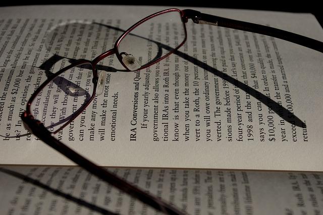 brýle s knihou