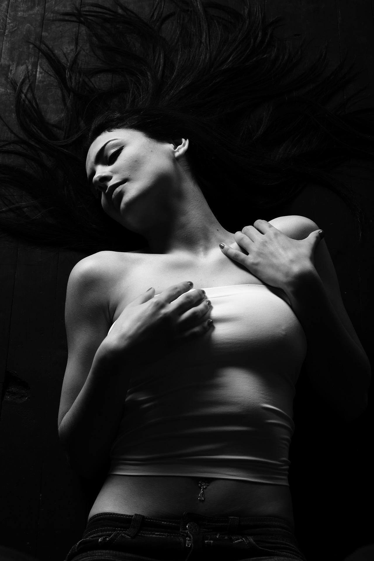 ležící žena